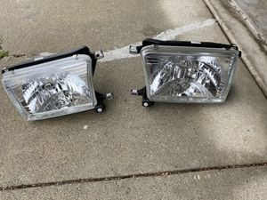 Toyota 99-02 4Runner Headlights with Bulb Set New for Sale in San Jose, CA
