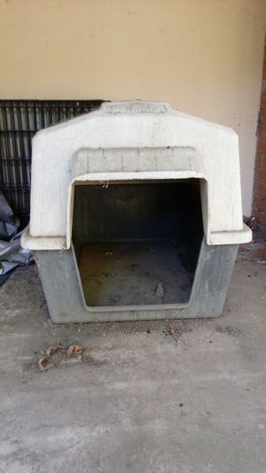 Dog House with 2 Dog Pins for Sale in Linden, CA