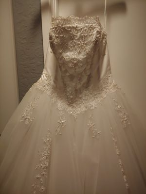 David's bridal wedding dress for Sale in Mission Viejo, CA