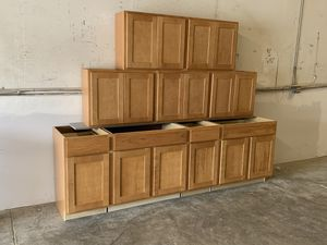 New kitchen cabinets 9 pieces set for Sale in Tampa, FL