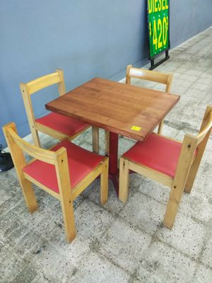 Kitchen table and chairs for Sale in Hudson, FL