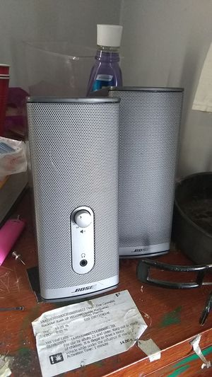 Bose speakers (you use a aux cord) for Sale in Portland, OR