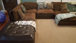 Brown sectional for Sale in Long Beach, CA