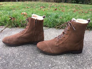 TOMS ALPA LADIES CHOCOLATE LEATHER SUEDE FAUX FUR SIDE ZIP LACER ANKLE BOOTS 10 for Sale in Puyallup, WA