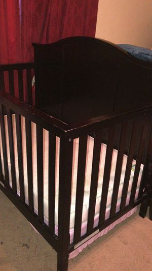 Baby crib, with mattress for Sale in Austin, TX
