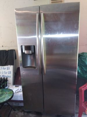 Samsung Refrigerator for Sale in St. Louis, MO