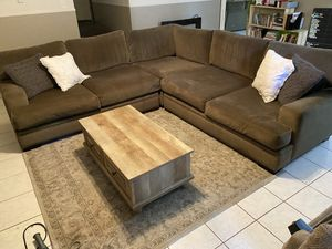 Large Cindy Crawford sectional taupe brown for Sale in Fort Worth, TX