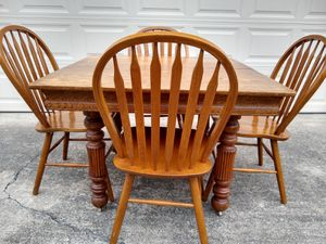 Table and chairs for Sale in Federal Way, WA
