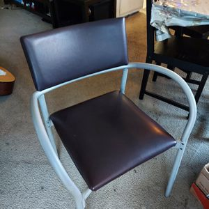 Nice and Classic Office Chair Made Of Leather And Aluminum Frame , for Sale in La Cañada Flintridge, CA