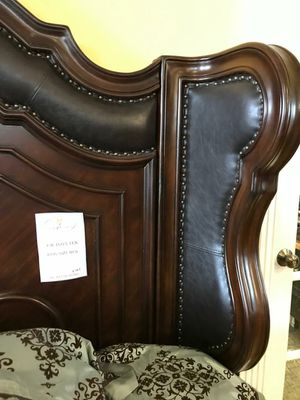 ☄Shock price☄Royal Highlands Rich Cherry Panel Bedroom Set for Sale in Jessup, MD