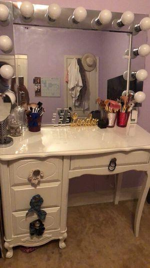 Makeup Vanity Set for Sale in Clovis, CA