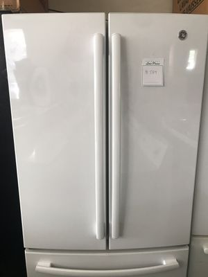 26 cu,ft ,GE refrigerator , French style, white color, energy star, ice maker, water dispenser , great condition for Sale in San Jose, CA
