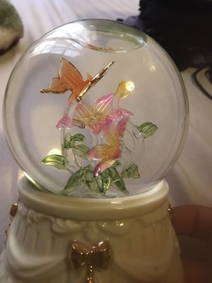 Snowglobe, butterflies, music box, glass for Sale in Westminster, CA