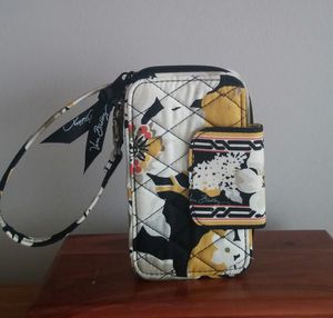 Vera Bradley Retired Dogwood Wristlet Wallet/Unused for Sale in MONTGOMRY VLG, MD