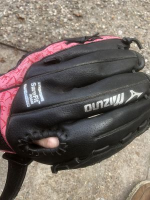 Softball glove for Sale in Pasadena, TX