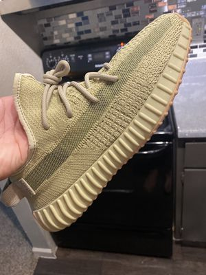 """Adidas """"Sulfur"""" Yeezy Size 9 VNDS for Sale in Houston, TX"""