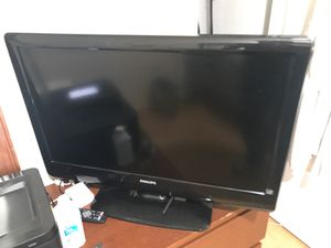 philips 32 tv HD. nice picture sell cheap. 50$ whith remote control 2 for Sale in Daly City, CA