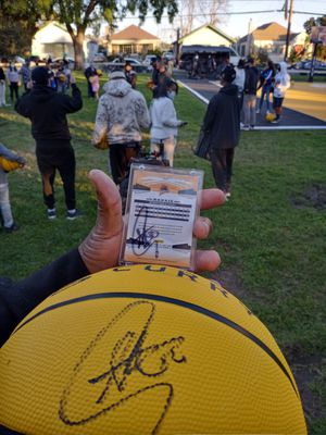 """STEPH CURRY *SIGNED ROOKIE CARD"""" AND SIGNED STEPH CURRY WILSON BASKETBALL 🏀 for Sale in Oakland, CA"""