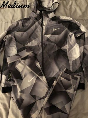 Nike (Women's) windrunner set...if you see this post, it's still available for Sale in North Las Vegas, NV