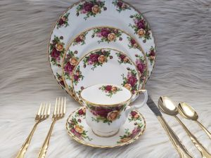 Royal Albert Old Country Roses Bone China for Sale in Corpus Christi, TX