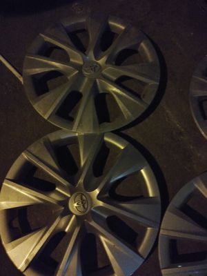 Toyota hub caps set 30$ for Sale in Los Angeles, CA