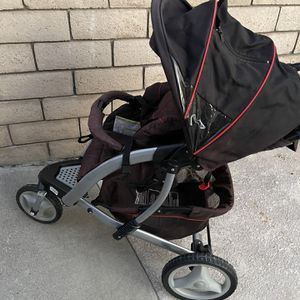 Graco Stroller With Front Wheel Lock And Swivel Function for Sale in Moreno Valley, CA