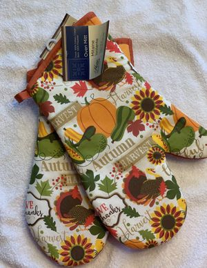 Set of Four - Pot Holders and Oven Mitts for Sale in Waxhaw, NC