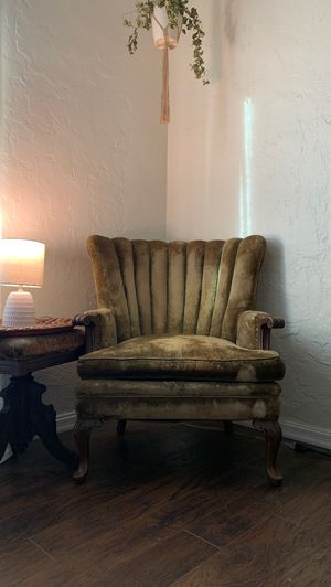 Beautiful Antique Chair for Sale in Long Beach, CA