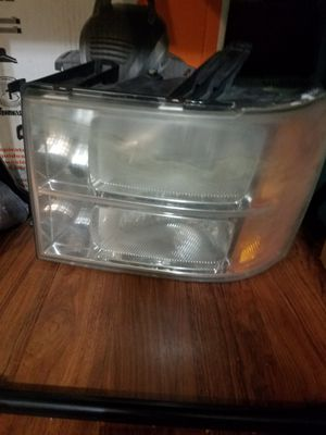 2009 chevy sierra driver side headlight for Sale in Bellflower, CA