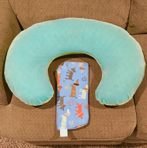 Boppy Pillow w/ 2 Covers for Sale in Lincoln, NE