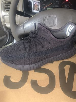 Yeezy Boost 350 V2 for Sale in Huntington Park, CA