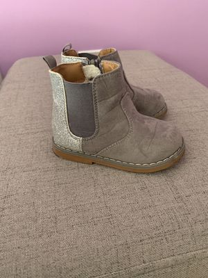 Size 6 toddler girls glitter boots for Sale in Glen Mills, PA