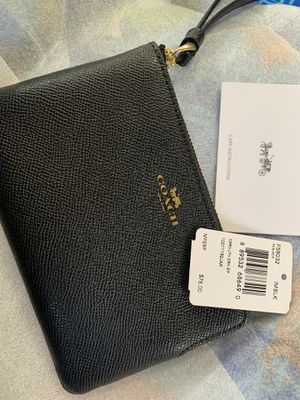 Authentic coach coin zipper bag for Sale in Long Beach, CA