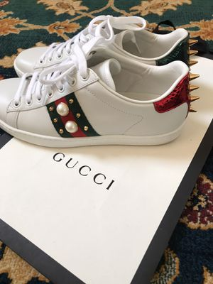 BEAUTIFUL gucci shoes for Sale in Seattle, WA