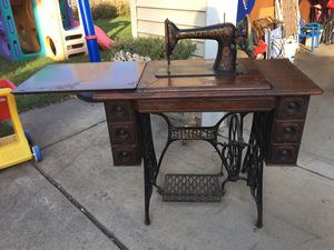 Antique singer sewing machine for Sale in Western Springs, IL