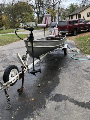 14 Foot Aluminum Fishing Boat for Sale in Round Lake Heights, IL