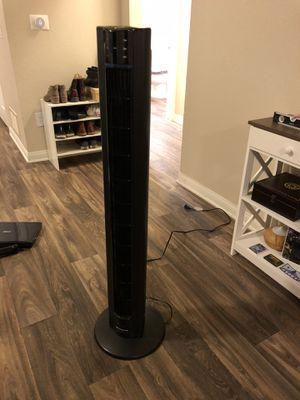 Lasko Tower Fan - 48 inches tall - with remote for Sale in Laguna Beach, CA