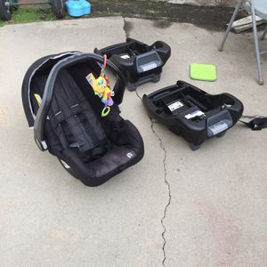 Babytrend 35lb Car Seat And Two Car Bases for Sale in Long Beach, CA