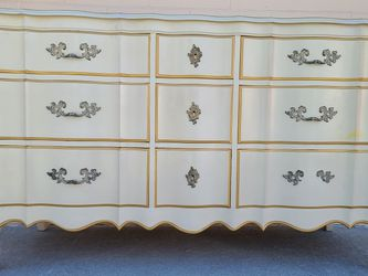 Vintage French Provincial Dresser for Sale in Huntington Beach,  CA