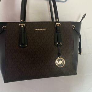 Used Perfect Condition Michael Kors Voyager Medium Logo Tote Bag for Sale in West Jordan, UT
