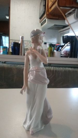 Beautiful 1920' flapper figurine looks like lladro for Sale in Corona, CA