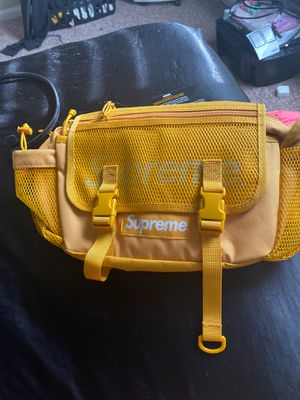 Supreme bag for Sale in Blacklick, OH