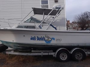 boat with 2 engines 150 horsepower in good condition of 28 piez long and also l give one small free only for 4000 buys one end takes the other free for Sale in Paterson, NJ
