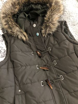 NWT Maralyn & Me junior hooded faux fur Vest for Sale in Kirkland, WA