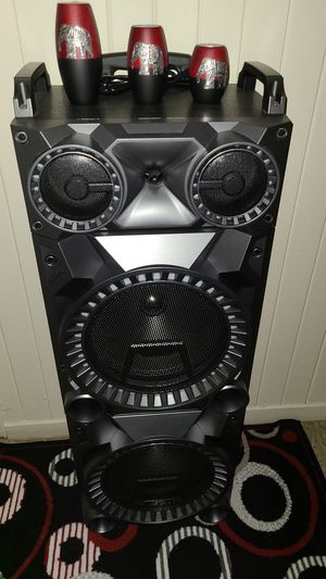 bluetooth speaker with radio a.m f.m amd micro sd for Sale in Worcester, MA