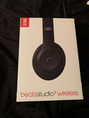 Bests studio 3 lightly used for Sale in Las Vegas, NV