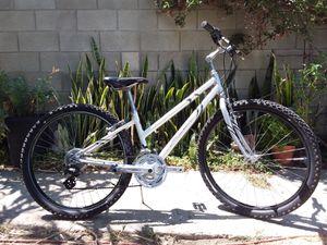 Fuji Cambridge ladies hybrid road bike reconditioned for Sale in Bassett, CA
