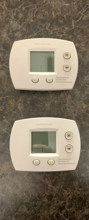 2 Honeywell digital thermostats. Great condition for Sale in Chandler, AZ