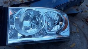 08 dodge ram drivers side head light for Sale in Fresno, CA