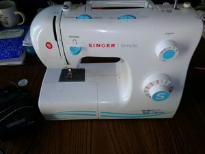 Singer sewing machine for Sale in Stockton, CA